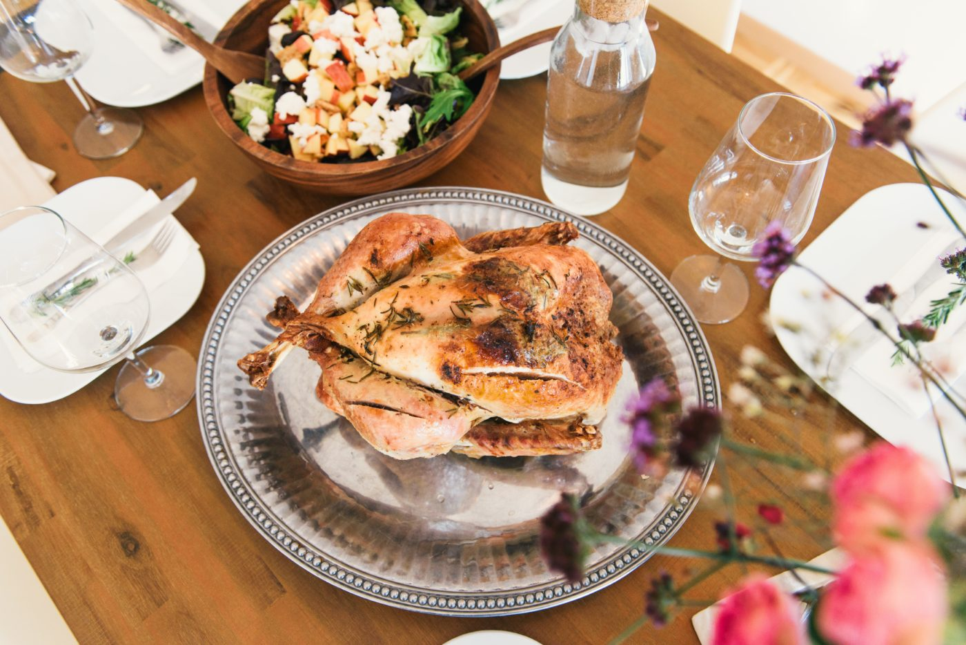 Thanksgiving starts the planning for the close of the year. Why not kick off the holiday season with a stress-free dinner? Using these tips, you will have a fun, easygoing Thanksgiving dinner.