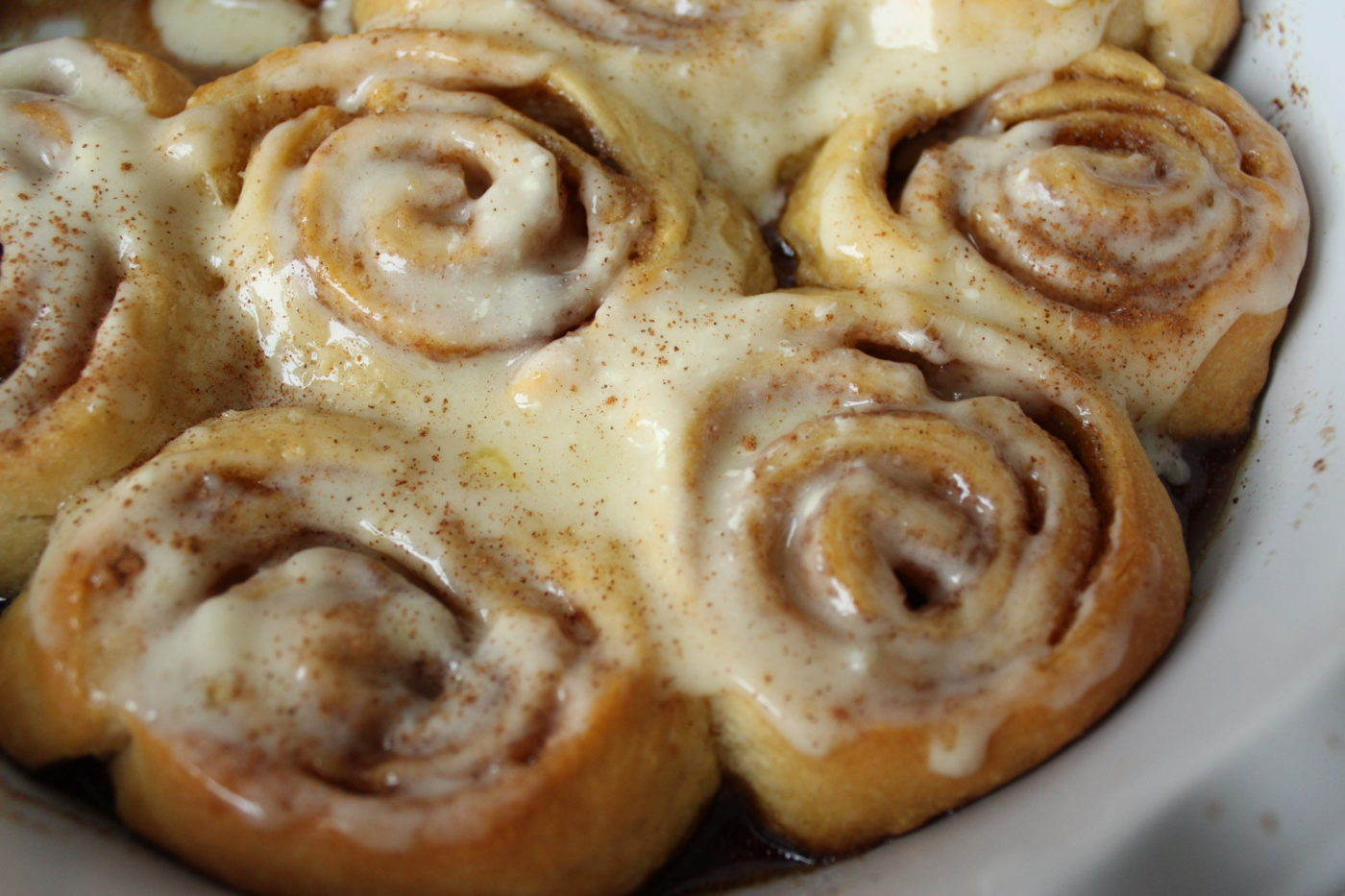 An easy recipe for cinnamon rolls.