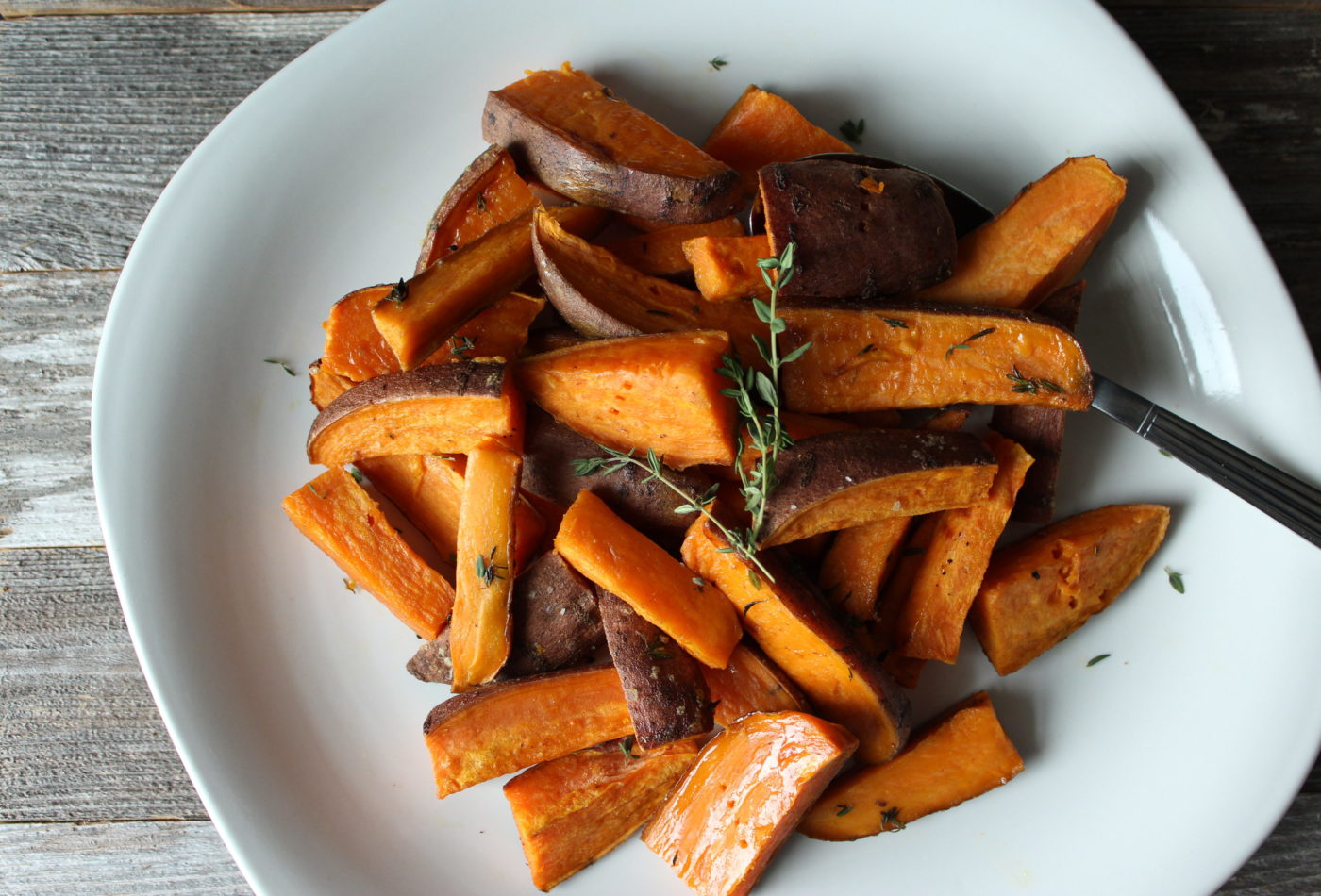 Simple herb roasted sweet potatoes | Eat.Drink.Frolic.
